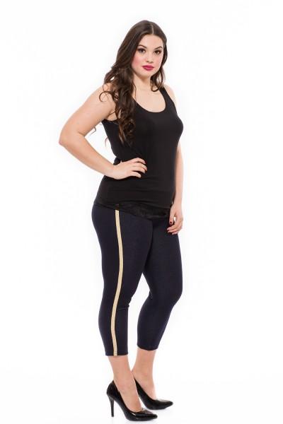 Elastické, postavu formujúce riflové trištvrťové nohavice